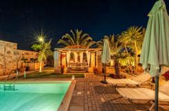 Massive 6 Bd Luxury Villa