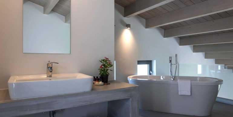 Villa Karga bedroom 1 first floor - bathrom_4