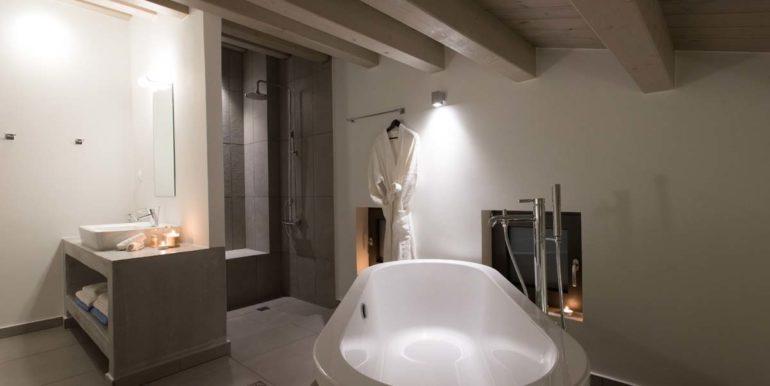 Villa Karga bedroom 1 first floor - bathroom_2