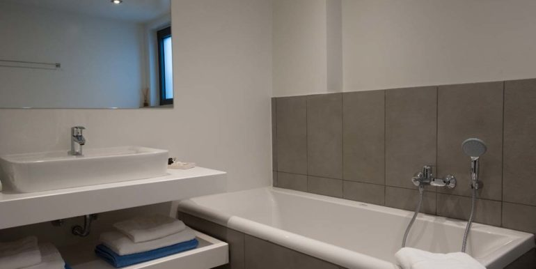 Villa Karga bedroom 2 ground floor - bathroom_1