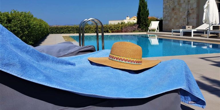 Villa Karga by the pool_4