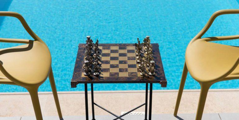 Villa Karga chess by the pool