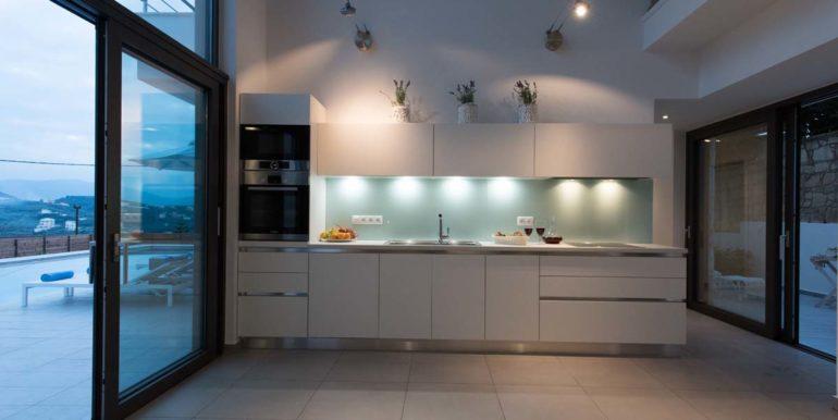 Villa Karga kitchen_6