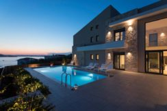 Contemporary 4Bd Luxury Villa (Heated Pool)